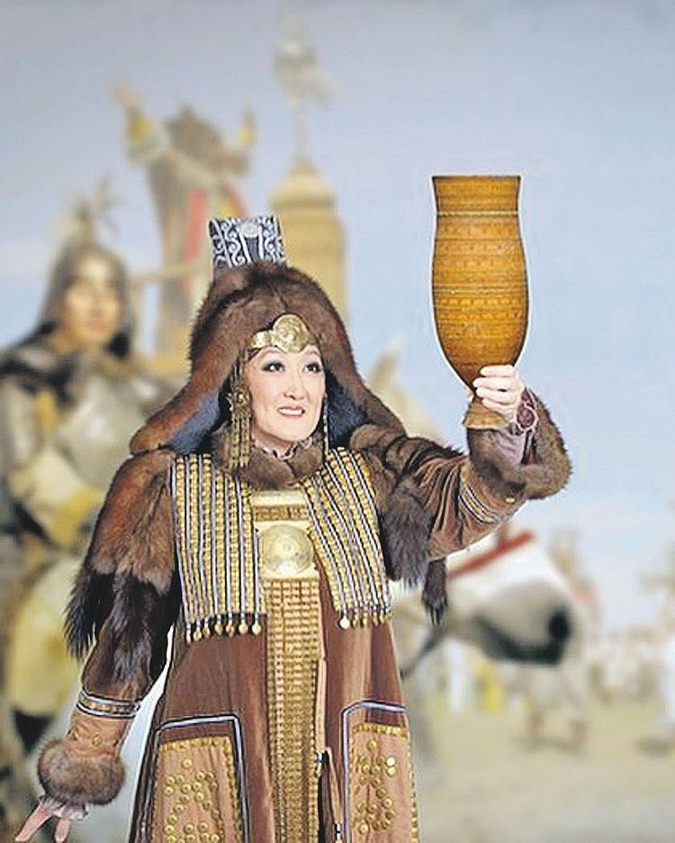 Сардана Авксентьева в якутском национальном костюме. Фото: instagram.com/sardanaavksentieva