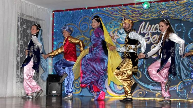 Танец победительницы и её группы поддержки