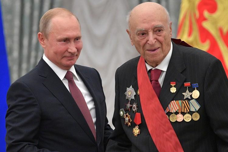 Владимир Этуш на вручении наград в Кремле, 2018 год.