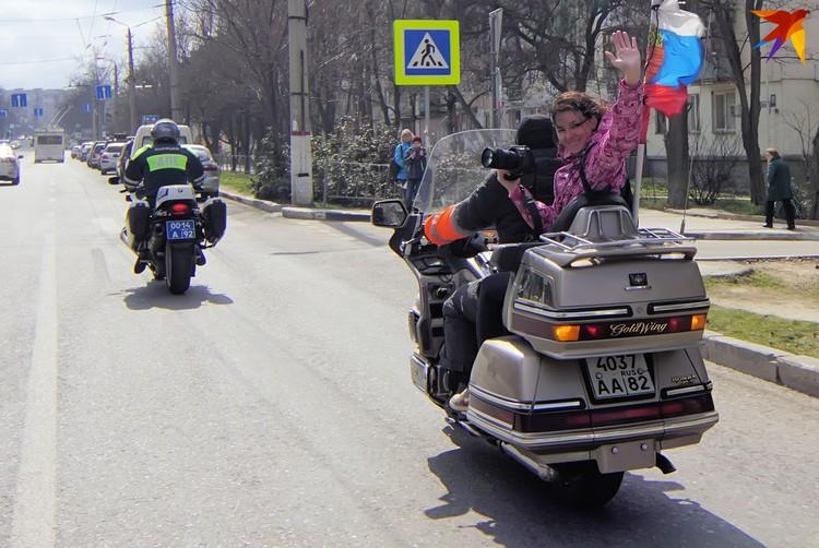 """Фотограф """"КП"""" проехала в колонне с мотоциклистами. Фото: Валерий Беспалько"""