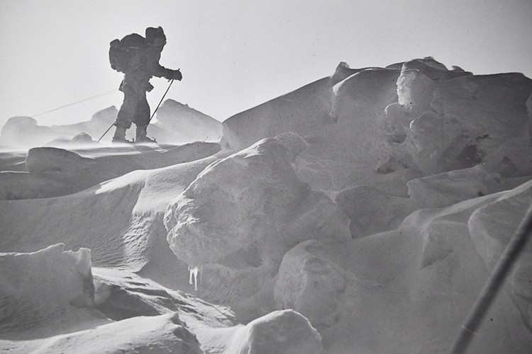 40 лет назад отважные лыжники впервые в истории преодолели полторы тысячи километров через ледяную пустыню.