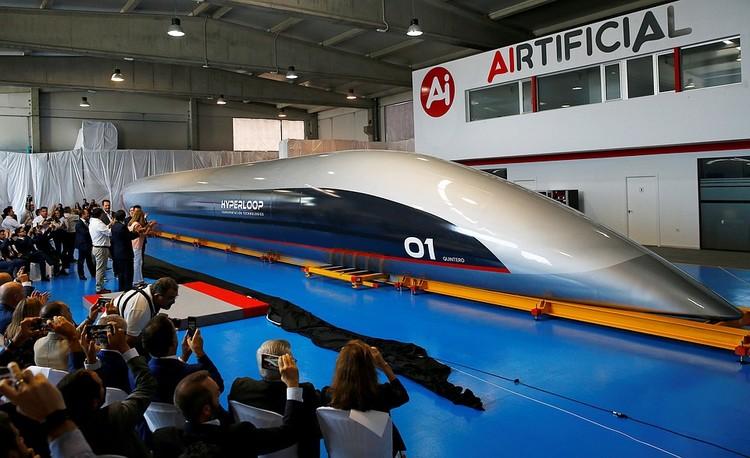 Первую полноразмерную капсулу для пассажирского «вакуумного поезда» американская компания HyperloopTT представила полгода назад