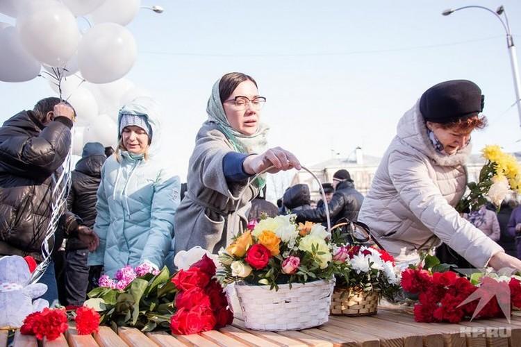 25 марта 2019 года Екатерина и Андрей возложили цветы у места трагедии в память о погибших родных