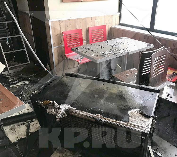 Последствия пожара в ресторане быстрого питания. Фото предоставлено КП очевидцем