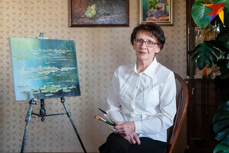 Нина Васильевна впервые взяла кисть в руки, когда вышла на пенсию.