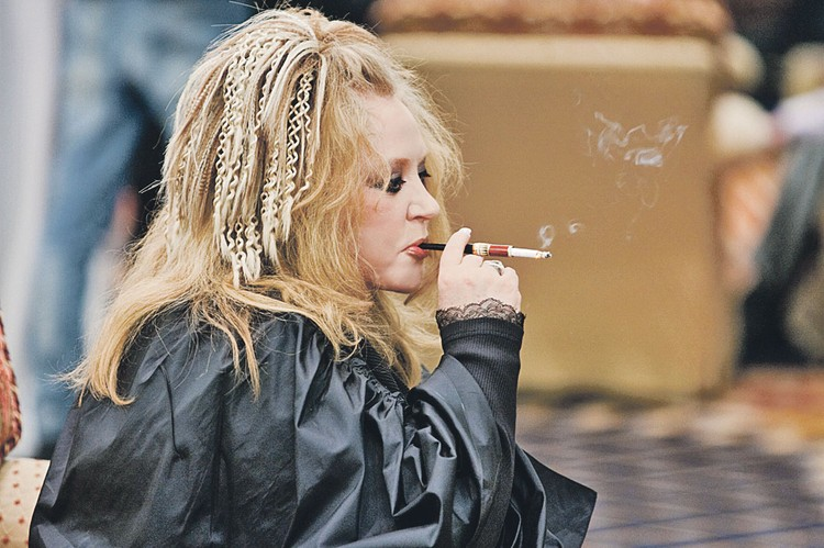 Артистка курила с 13 лет и в 70 решила окончательно завязать.