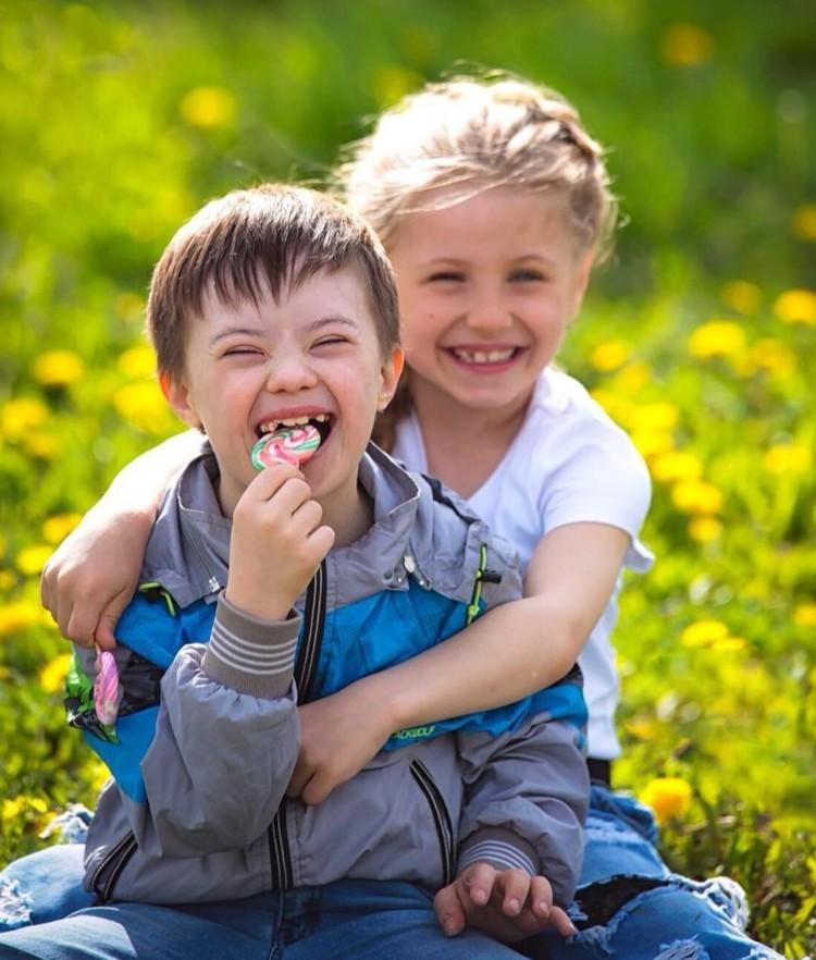 Различия между детьми можно стереть не только на фото.
