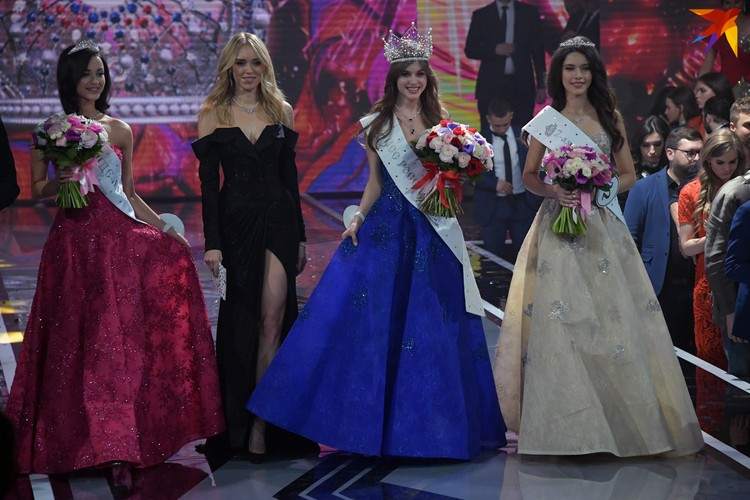 Второе место взяла Арина Верина из Екатеринбурга, а третье - Рамина Арабова из Татарстана