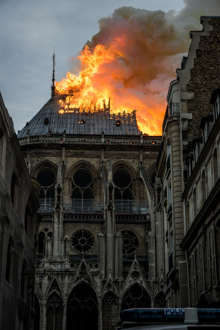 Случайное возгорание во время реставрационных работ — основная версия
