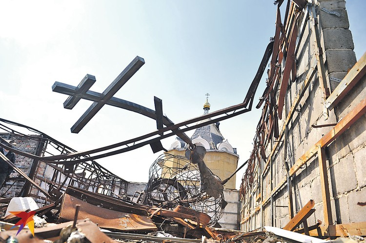 Восстанавливать разрушенное прифронтовое село Никишино начали с храма. Новую церковь строят «на свои» два мужика-гуманитарщика из Москвы и Ростова.