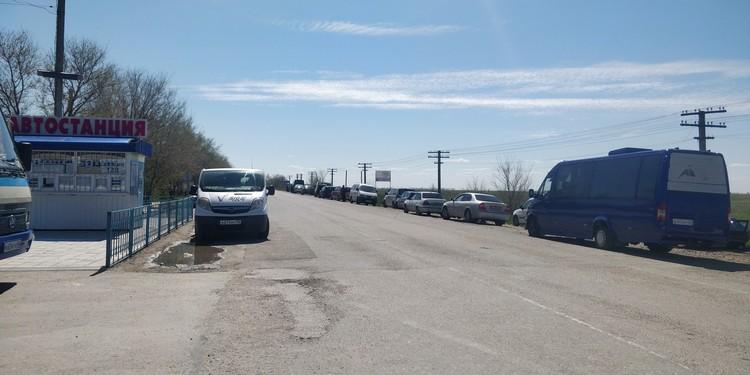 Это очередь таксистов, ожидающих пассажиров
