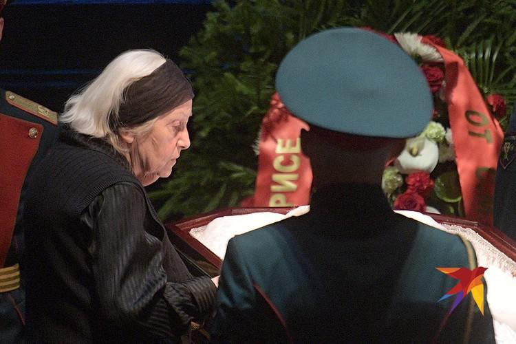 Сестра Элины Быстрицкой Софья Шегельман во время церемонии прощания в Малом театре.