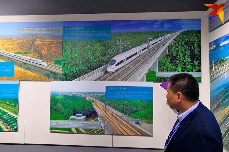 Суперскоростные поезда - визитная карточка нового Китая. Остальной мир пока к такому не слишком готов. Фото: Алексей Иванов
