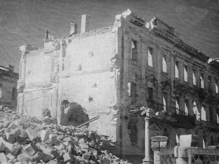 Здание Штаба Черноморского флота. Разрушено немцами. Фото: архив Минобороны РФ