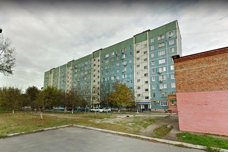 В одном из подъездов, где живут двое ветеранов, лифт все же включили, а Иван Ивановичу отказали.