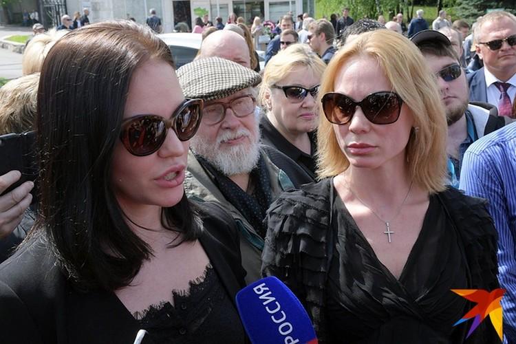 Дочери журналиста Ксения и Екатерина