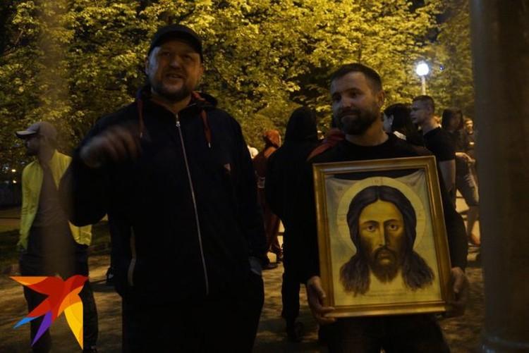 В Екатеринбургской епархии уверяют, что в сквере во время конфликта присутствовали также и их сотрудники.