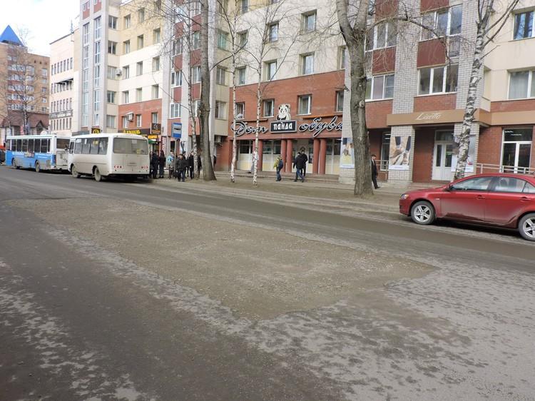 "Тепловики пообещали до конца мая устранить ""избитый"" участок на Карла Маркса"