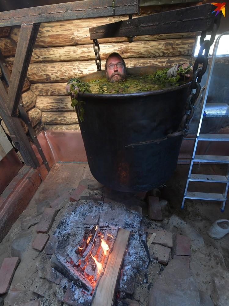 Искупаться в чане Стерлигов приглашал гостей совершенно бесплатно