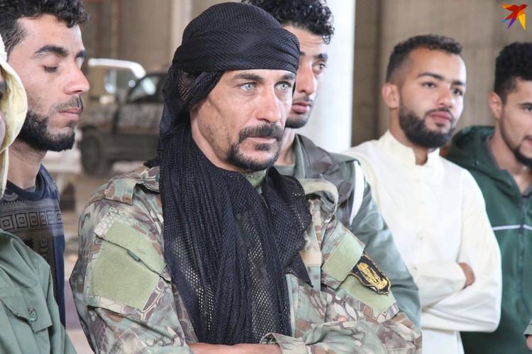 Один из бойцов ЛНА в Международном аэропорту Триполи
