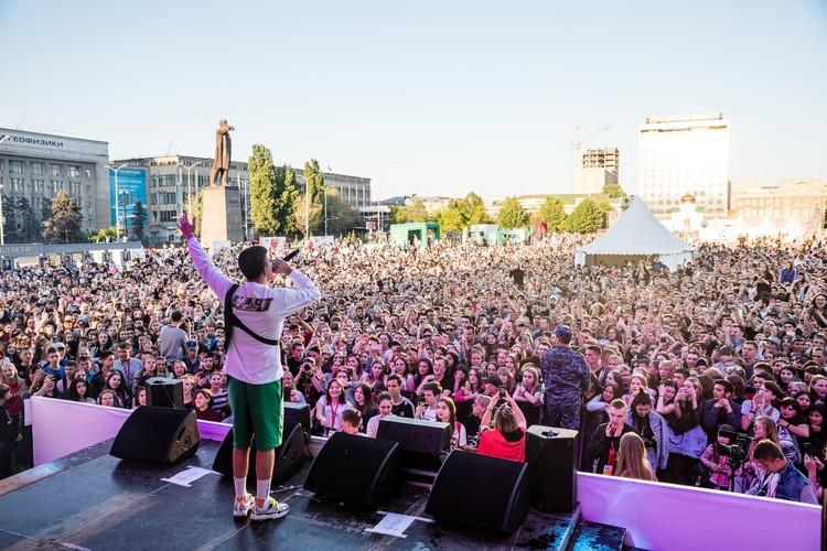 KFC BATTLE FEST собрал тысячи активных и талантливых молодых людей не только из Саратова, но и всего Поволжья Фото: пресс-служба KFC BATTLE