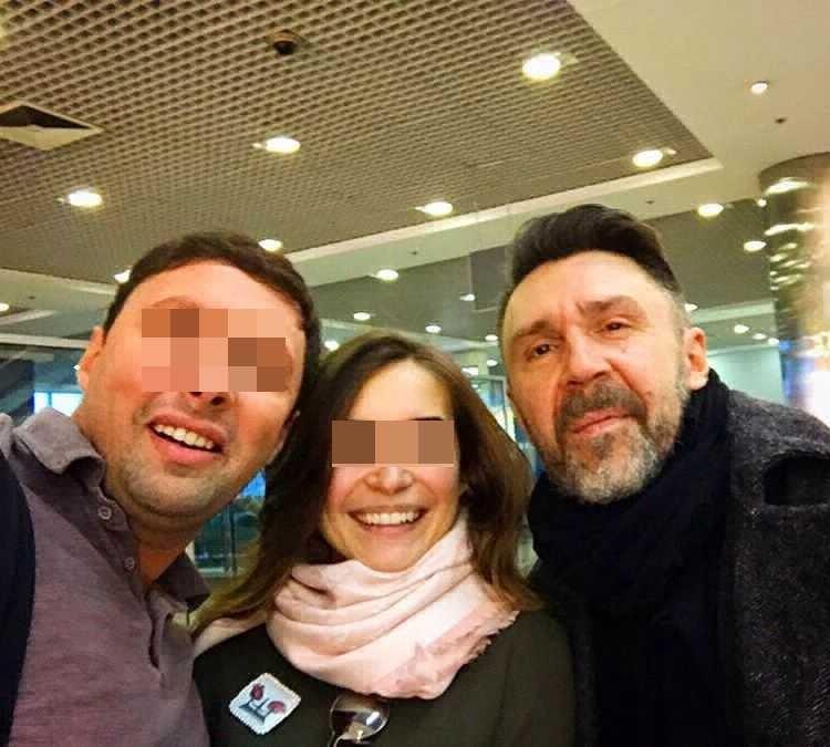 Еще недавно Андрей с женой хвастались фотографией с рок-звездой