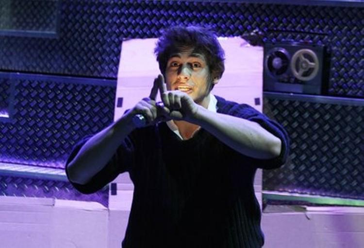 Александр Молочников успел попробовать себя актером и режиссером, причем и в театре, и кино.