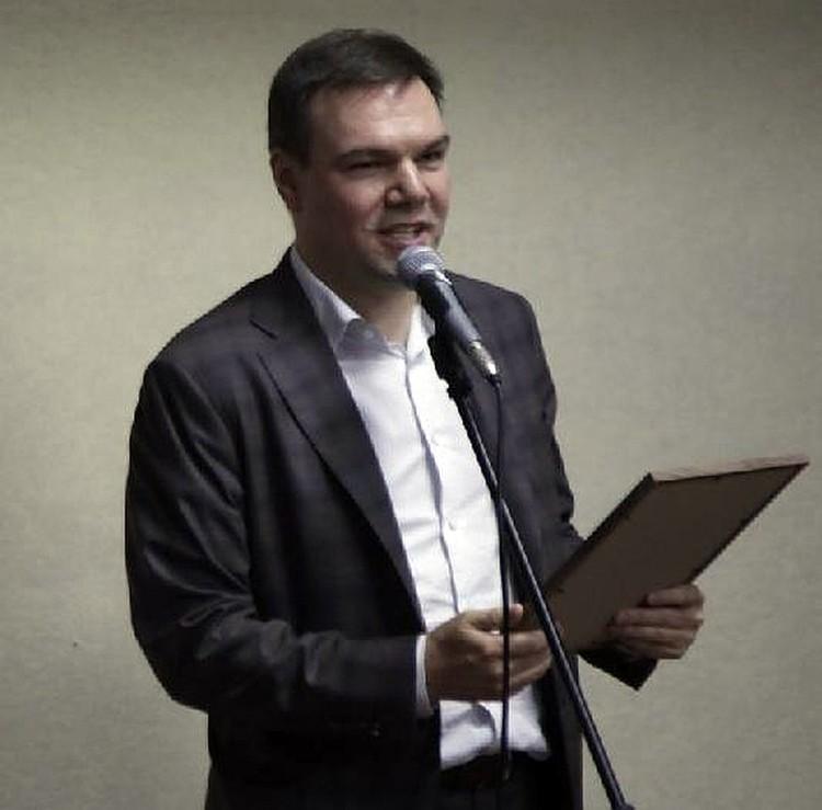 Дипломы Госдумы ФС РФ вручает ветеранам «Комсомолки» председатель Комитета по информационной политике, информационным технологиям и связи Леонид Левин