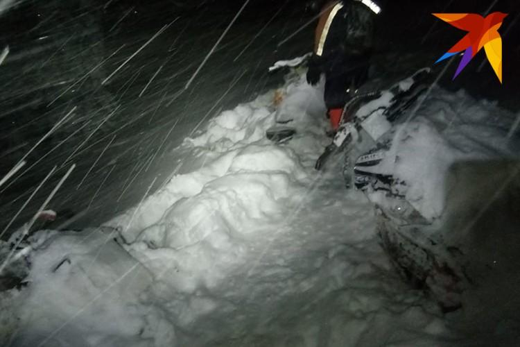 Снегоходы туристов. Фото: предоставлено спасателями