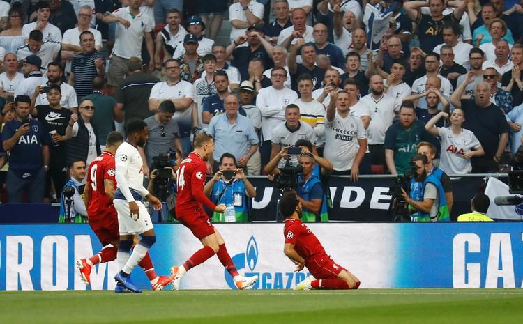 Мохамед Салах празднует первый гол в финале Лиги Чемпионов.