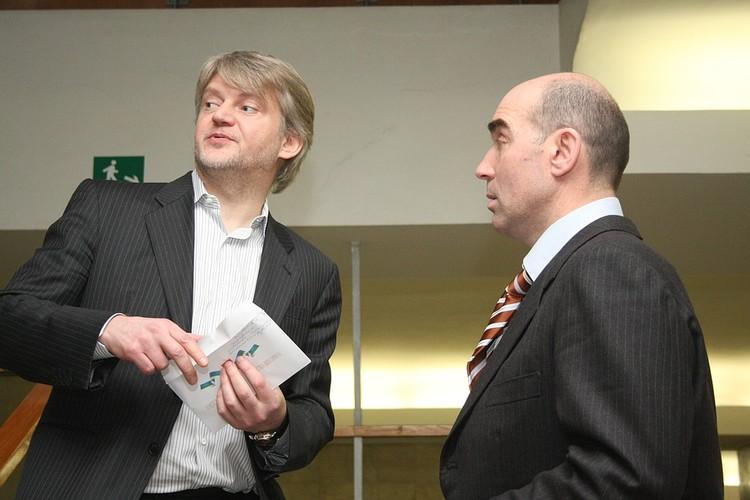 Александр Зарубин и Валерий Веселов в коридорах Госсовета Коми в 2010 году. Сейчас первый объявлен в международный розыск, и скрывается предположительно в Англии. Второму грозит до 13 лет колонии общего режима и штраф 3 млн рублей.