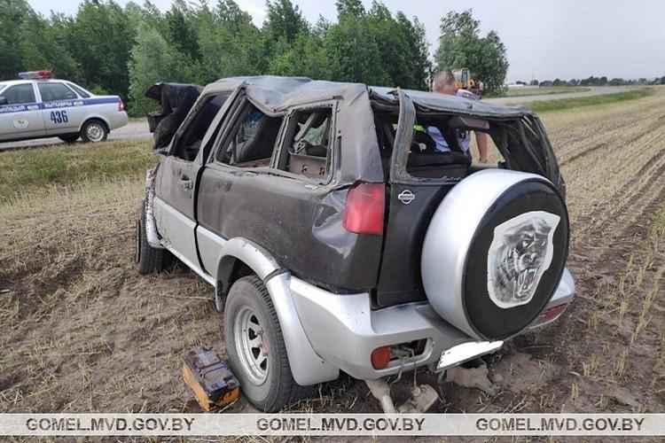 После аварии и водителя и пассажирку доставили в больницу. Фото: УВД Гомельского облисполкома.
