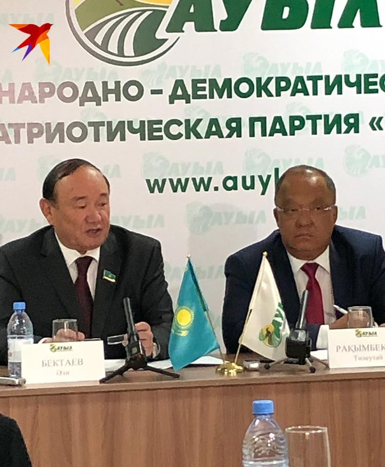 Обеспечить население витаминами круглогодично обещает кандидат в президенты Казахстана от партии «Ауыл» Толеутай Рахимбеков (на фото справа в очках)