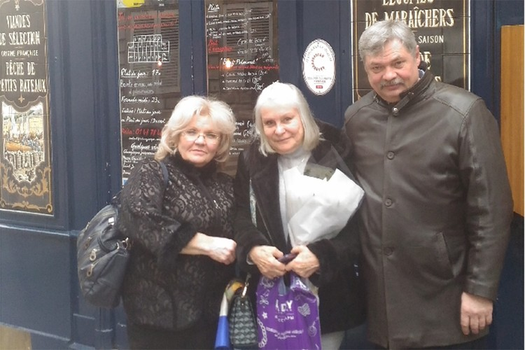 Супруги Марина и Владимир Смирновы побывали в апреле в Париже и встретились с Лоранс Ио, правнучкой Распутина. Фото из личного архива Марины Смирновой.