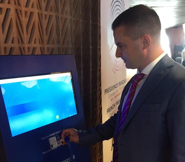 Депутат Госдумы от ЛДПР Ярослав Нилов регистрируется на заседание ПАСЕ.