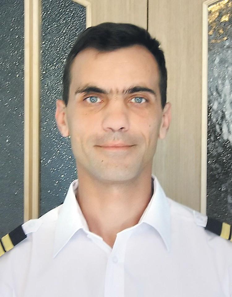 ...а второму пилоту Сергею Сазонову все-таки удалось выбраться из самолета. Фото: vk.com
