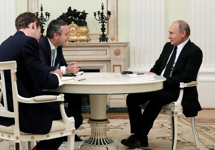 Владимир Путин во время интервью The Financial Times