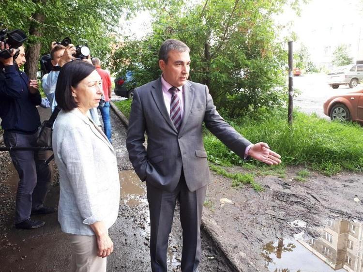Глава Ленинского района обещает все недочеты исправить и просит помощи в борьбе с ларьками. Фото: Е-область.