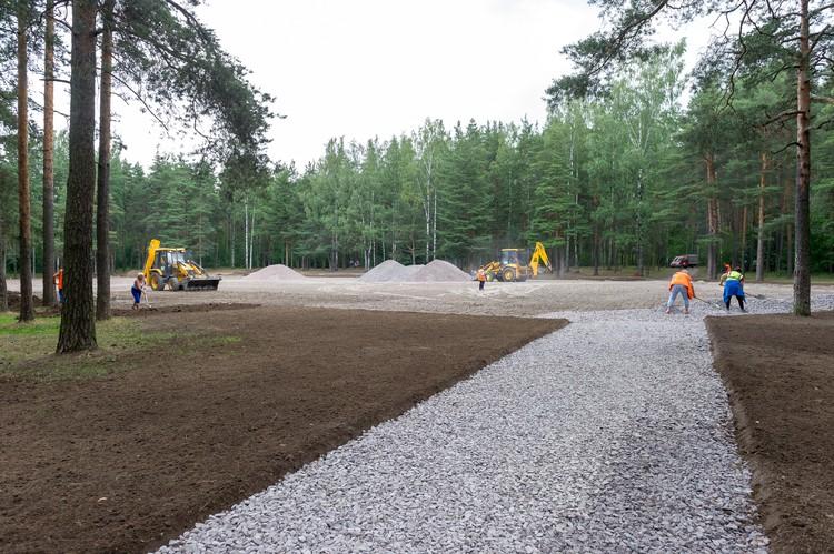 Строители работают в Сосновке с мая.