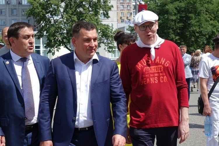 Вместе с горожанами праздник отмечает мэр Сергей Кузнецов