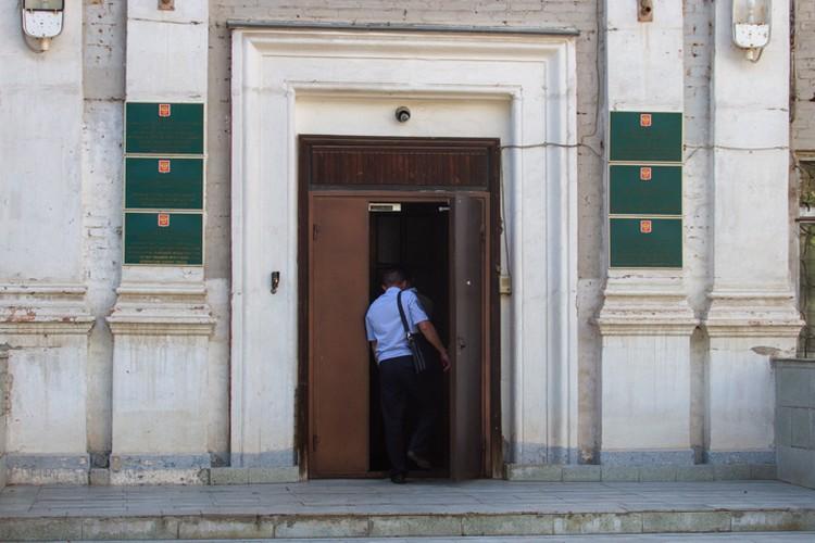 Журналистов в здание УБОП не пускали