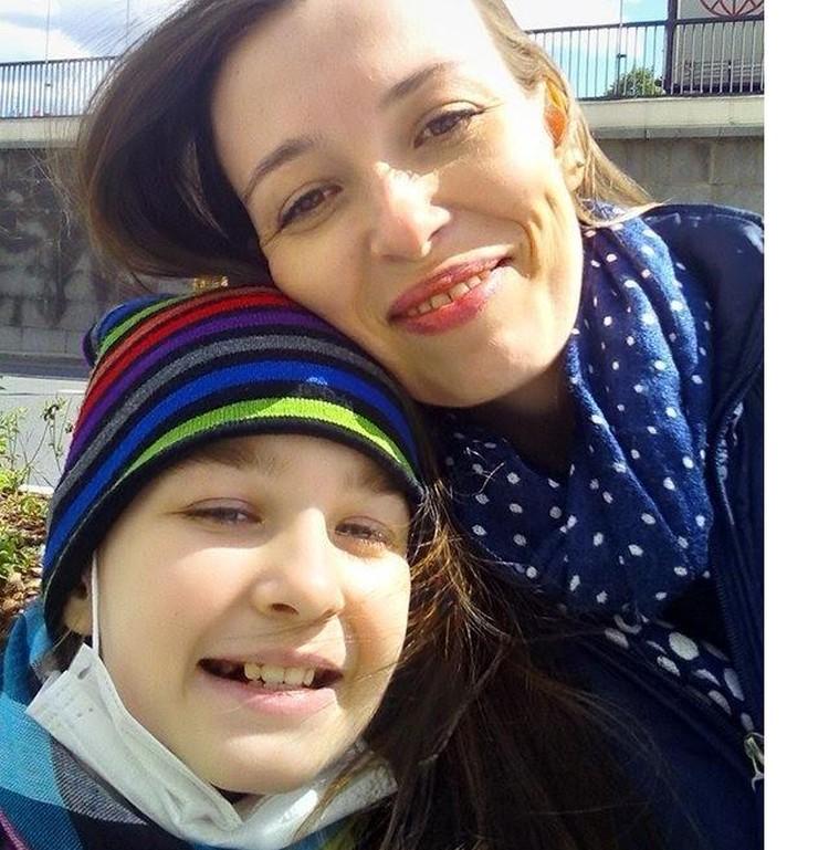 Уже пять лет Полину поддерживает ее мама Ольга. Фото: из семейного архива.