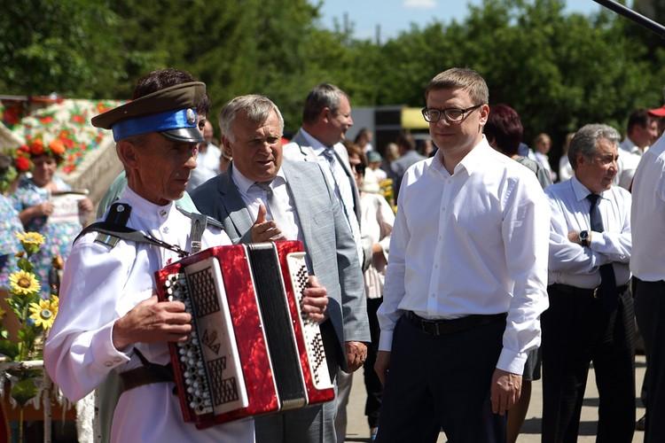 День фермера — большой праздник. Под гармошку. Фото: gubernator74.ru