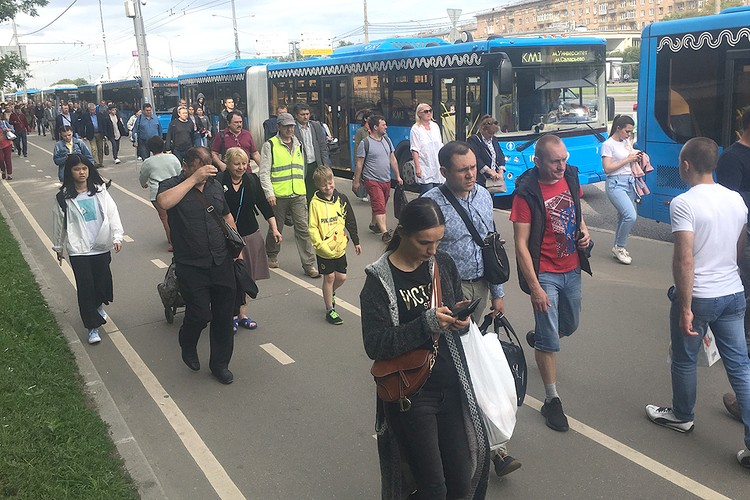 Путь от «Университета» до «Саларьево» на автобусе займет почти в два раза больше времени, чем на привычном метро.