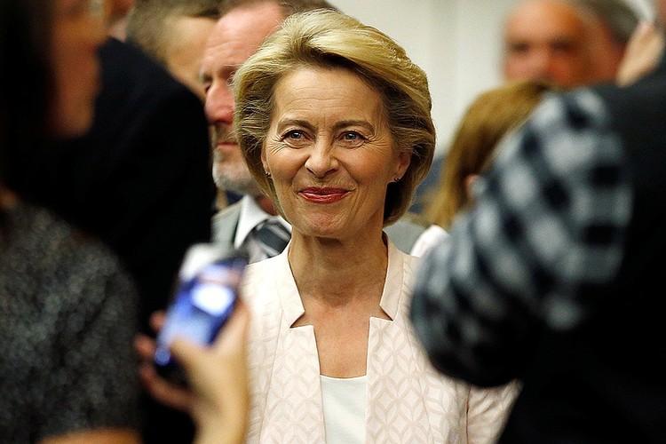Урсула фон дер Ляйен - многодетная мать и министр обороны Германии.