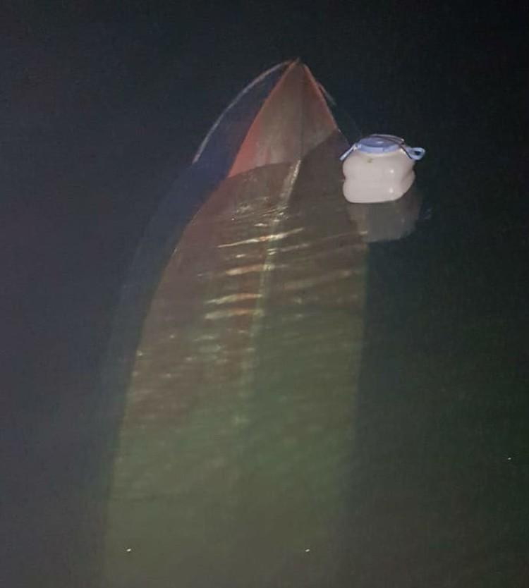 Лодка рыбаков, с которой они чуть не утонули. Фото: предоставлено Анной Столяровой