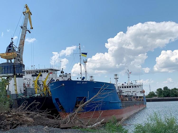 Cудно, загруженное 2 тысячами тонн нефти, по-пиратски задержали украинские спецслужбы в порту Измаил