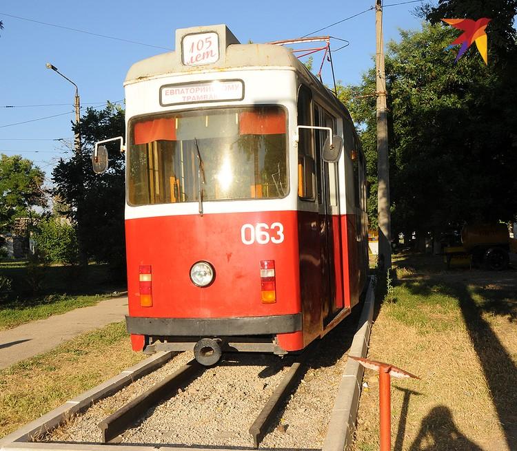 Евпаторийский трамвай, которому не так давно исполнилось 105 лет, стал памятником. Конечно, не тот, первый – он просто не сохранился, а его куда более поздний собрат.