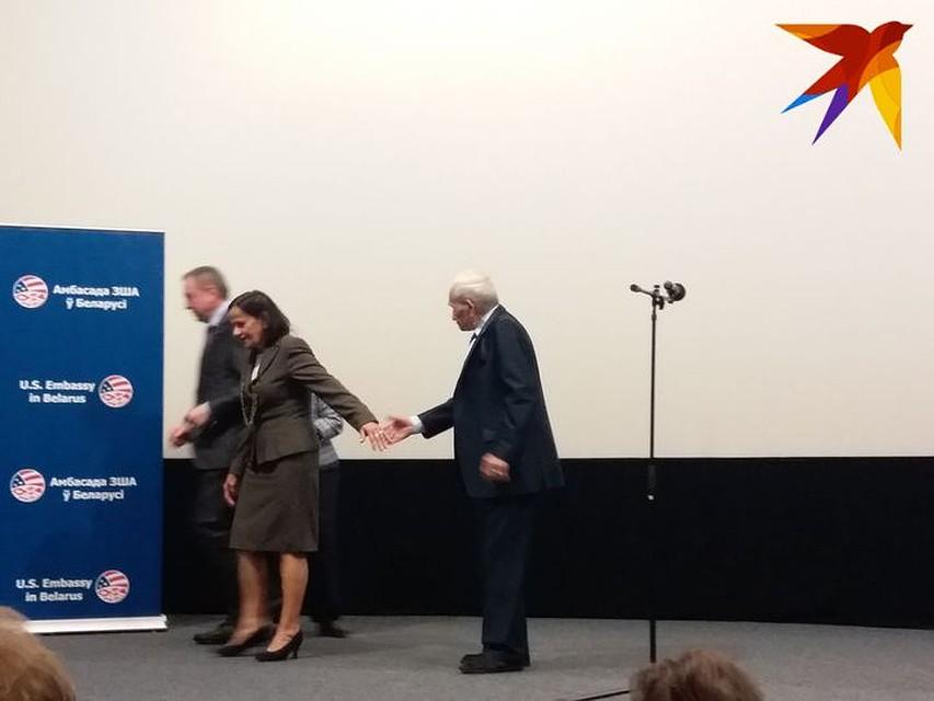 Выйдя на сцену, Арон Бельский прослезился и сказал, что хочет переехать в Беларусь… Фото: Татьяна ШАХНОВИЧ