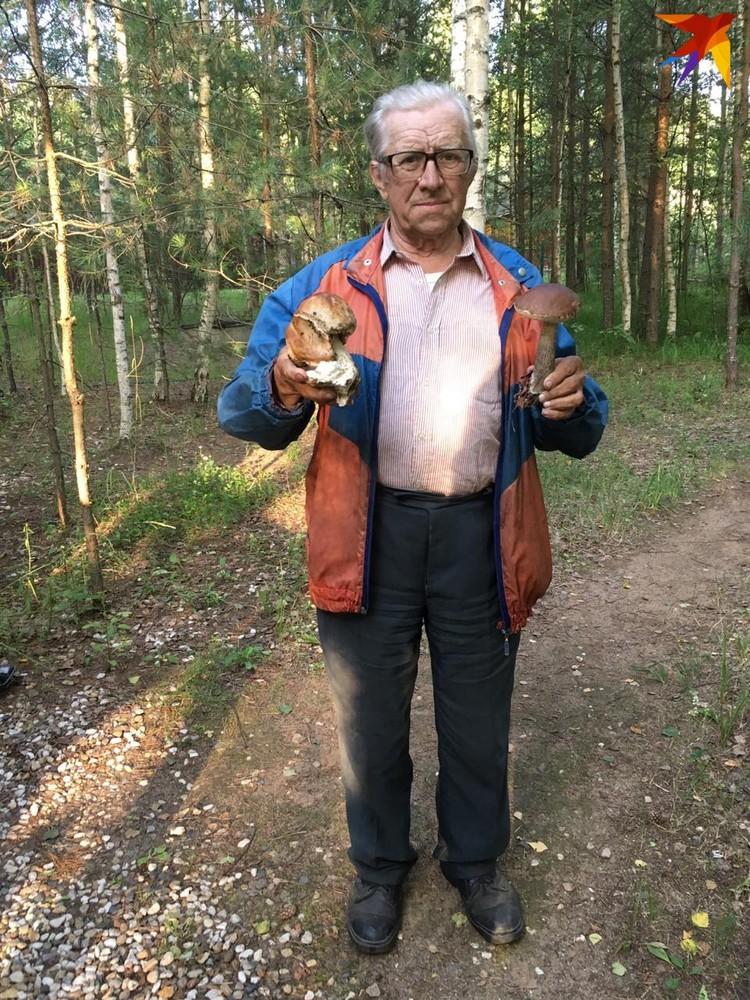 Владимир Нюхляев собрал урожай грибов прямо у дачного дома